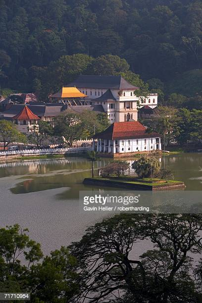 view over kandy lake to the temple of the tooth, kandy, unesco heritage site, sri lanka, asia - dalada maligawa stock photos and pictures