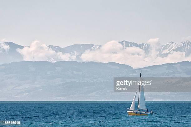 Blick auf Lake Constance zu den Alpen mit Schnee bedeckt