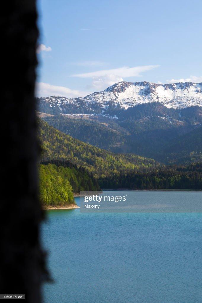 View over lake Sylvenstein to the Alps. Karwendel mountain range. Germany, Bavaria, Lake Sylvenstein : Stock-Foto
