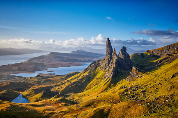 view over old man of storr, isle of skye, scotland - horizontal stock pictures, royalty-free photos & images