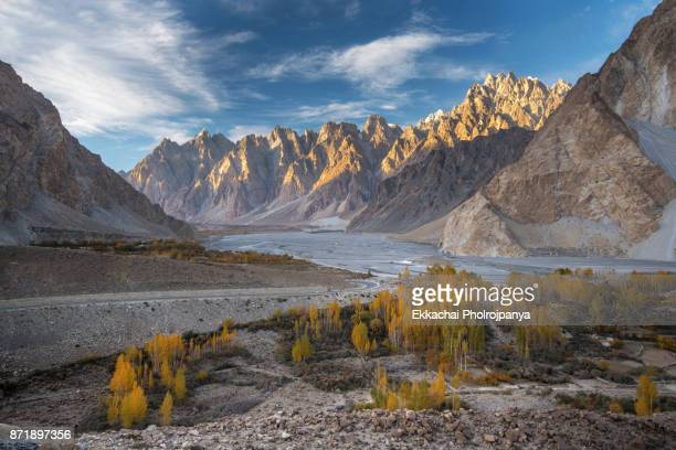 view over passu in autumn, karakoram highway, pakistan - hunza valley stock pictures, royalty-free photos & images