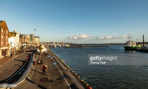 ドーセットのプールキーを見る - プール湾 ストックフォトと画像