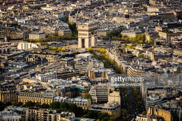 view over the arc de triomphe and his neighborhood at sunset, paris, france - avenue des champs elysees photos et images de collection