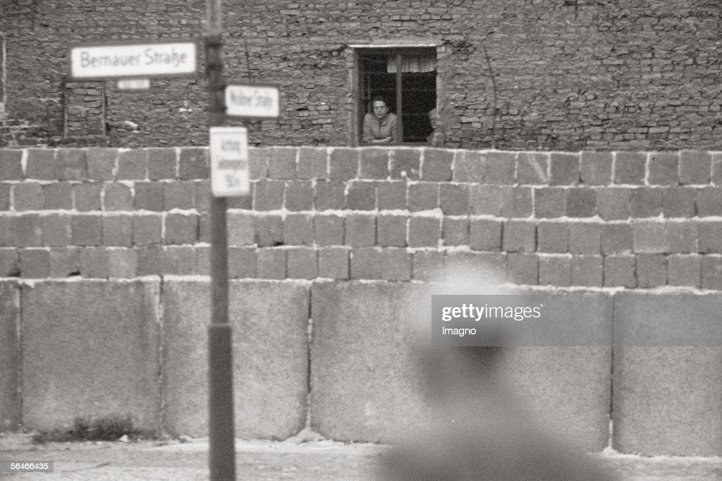 View over the Berlin Wall : Foto jornalística