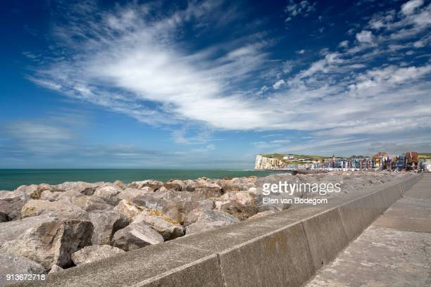 view over the boulevard and beach at mers-les-bains, a touristic seaside resort, situated on the coast of the english channel - オードフランス地域圏 ストックフォトと画像