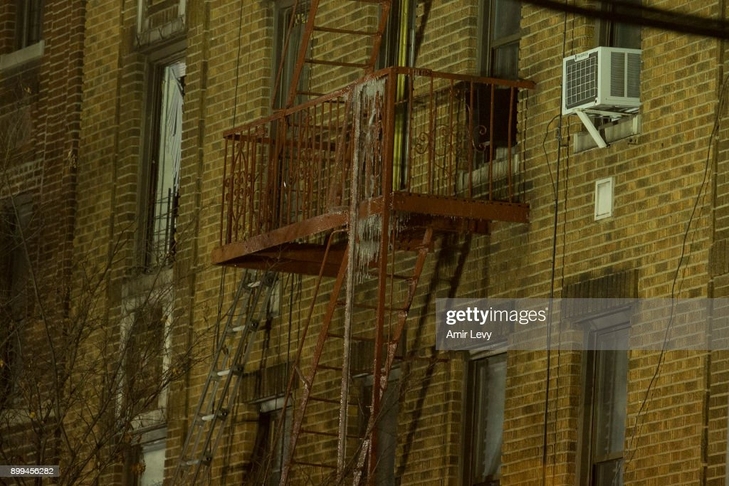 At Least 12 Dead In Bronx Apartment Building Fire : News Photo