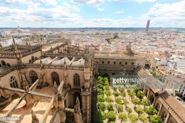 view over the court of the oranges of seville cathedral and the cityscape of seville - la giralda fotografías e imágenes de stock