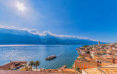 Blick über den Gardasee und Limone Sul Garda