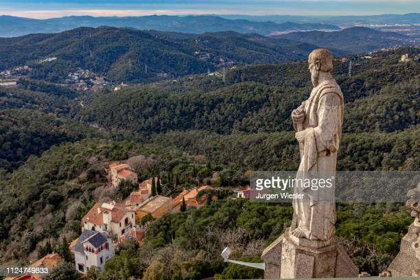 view over the statues of sagrat cor church, tibidabo, barcelona, catalonia, spain - sagrat cor stock pictures, royalty-free photos & images