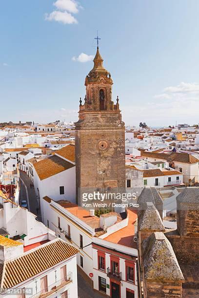 view over town centre to church of san bartolome - carmona fotografías e imágenes de stock