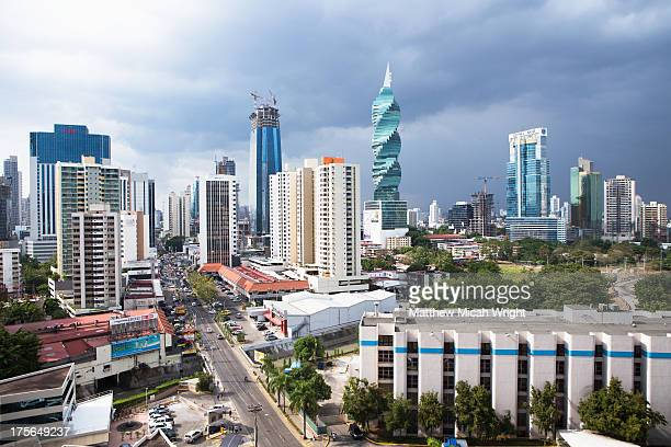 a view overlooking the city skyline - panama city panama stock pictures, royalty-free photos & images