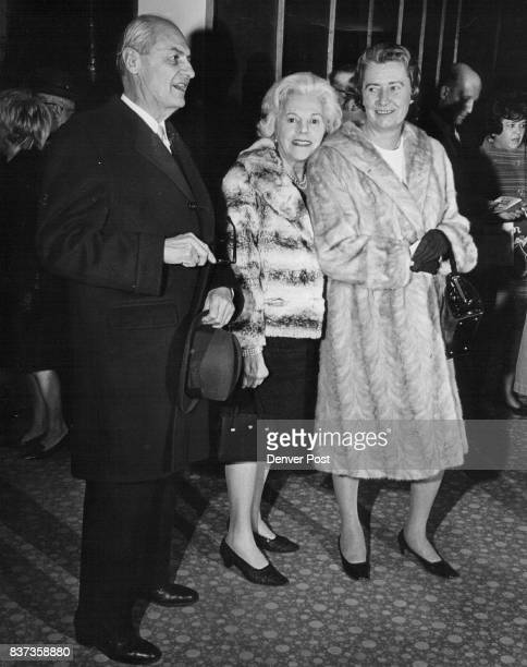 View Play at Auditorium Theatre Mr and Mrs Edmund Randolph left chat with Mrs James Clark Blickensderfer Before the curtain bell sounded at opening...