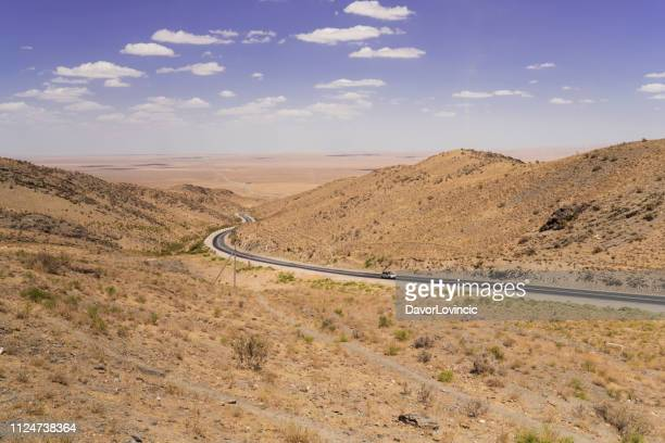 view point nurota tumani on road between bukhara and lake aydar in kizilkum desert, uzbekistan - muziek stock pictures, royalty-free photos & images