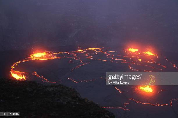 view some 160 feet down onto the lava lake that existed in pu'u o'o crater - pu'u o'o vent stock pictures, royalty-free photos & images