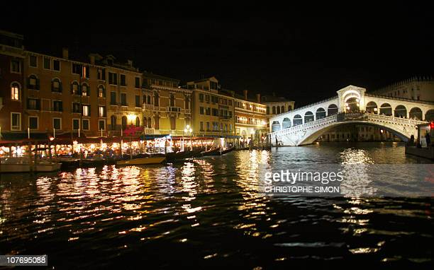 A view taken from the Grand Canal shows the Rialto bridge in Venice late 07 September 2007 AFP PHOTO / CHRISTOPHE SIMON
