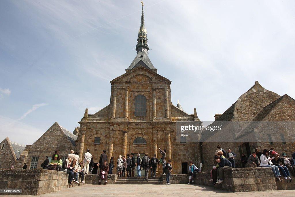 View taken of  Mont-Saint-Michel abbey i : Nieuwsfoto's