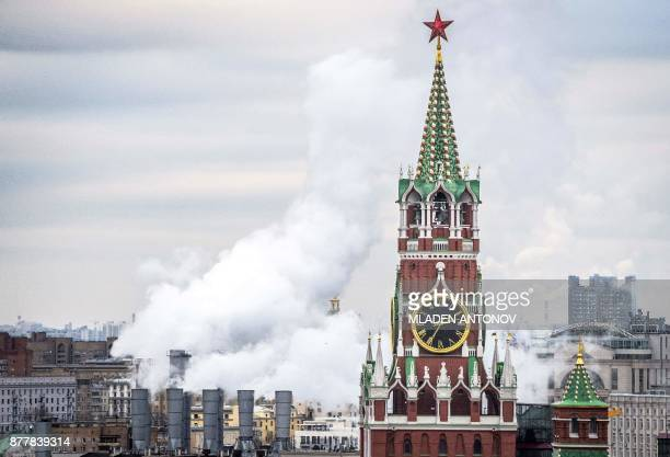 A view taken on November 23 2017 shows the Kremlin's Spasskaya Tower in Moscow / AFP PHOTO / Mladen ANTONOV