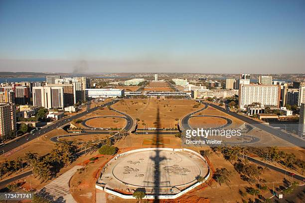 View the Monumental Axis, Hotel Sector, Commercial Sector, the background the Esplanades Ministries, Congress and Juscelino Kubitschek Bridge. Vista...