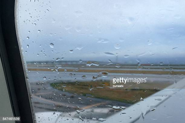 view through a rainy window - 大阪国際空港 ストックフォトと画像