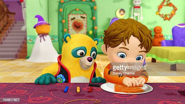 OSO 'A View to a Mask' Special Agent Oso helps Kevin make a mask for his Halloween costume This episode of Playhouse Disney's 'Special Agent Oso'...