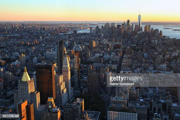 view to downtown manhattan at sunset - rainer grosskopf stock pictures, royalty-free photos & images