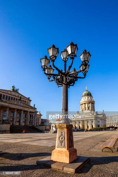 view to french cathedral and conzert hall at gendarmenmarkt, berlin, germany - konzerthaus berlin stock pictures, royalty-free photos & images