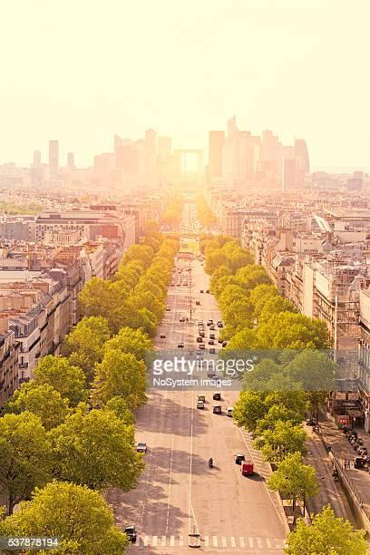 Vue sur le quartier de La Défense près de l'Arc de Triomphe à Paris