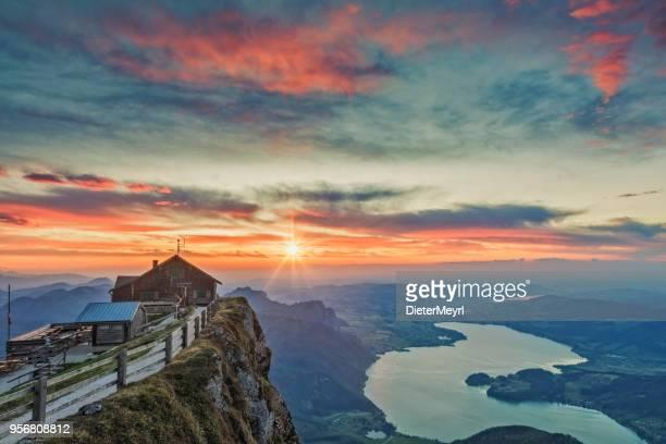 Blick zum See Mondsee bei Sonnenuntergang von der Schafbergspitze - Sonnenuntergang am Mount Schafberg,