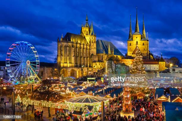 view to lighted christmas market at old town square, erfurt, thuringia, germany - erfurt stock pictures, royalty-free photos & images
