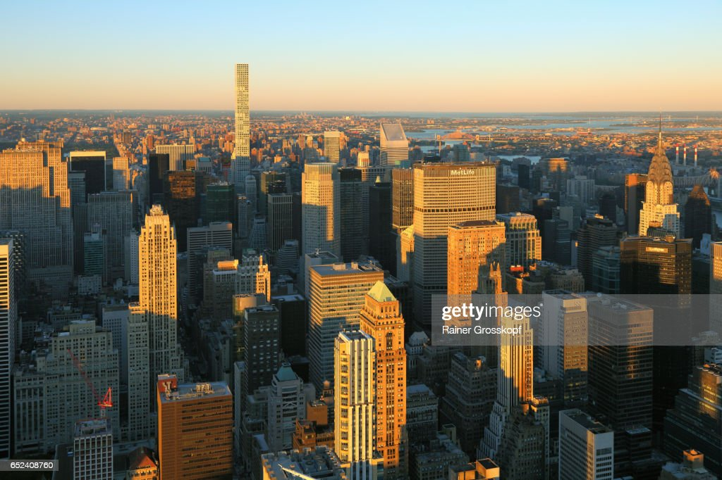 View to Midtown Manhattan and Upper Eastside at sunset : Stock-Foto