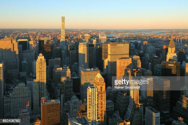 view to midtown manhattan and upper eastside at sunset - rainer grosskopf stock pictures, royalty-free photos & images