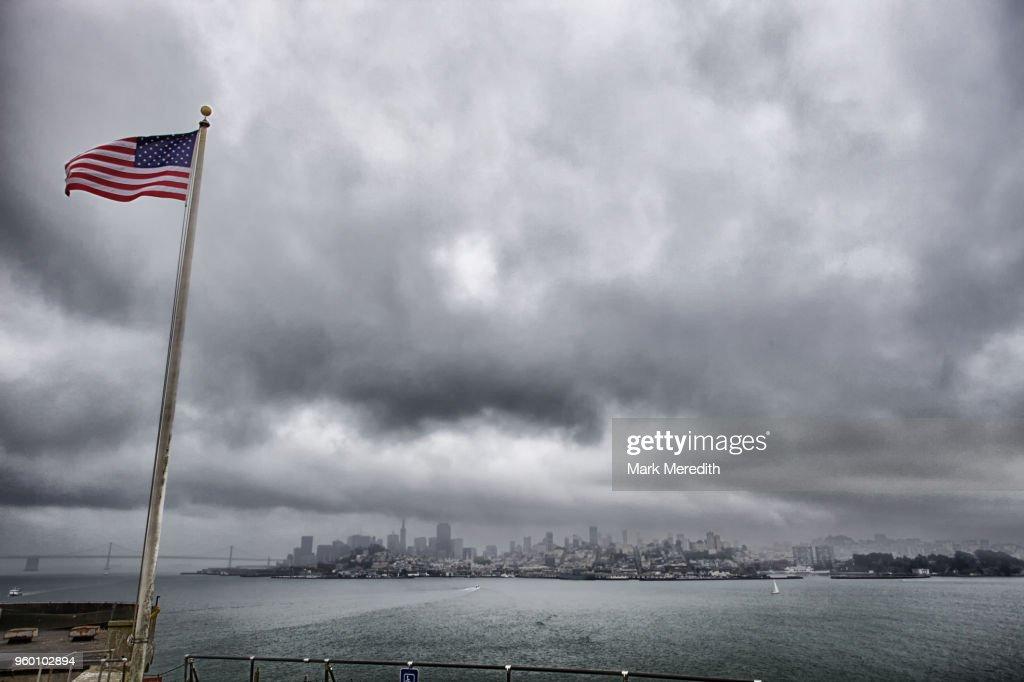 View to San Francisco skyline from Alcatraz island on a stormy day : Stock-Foto