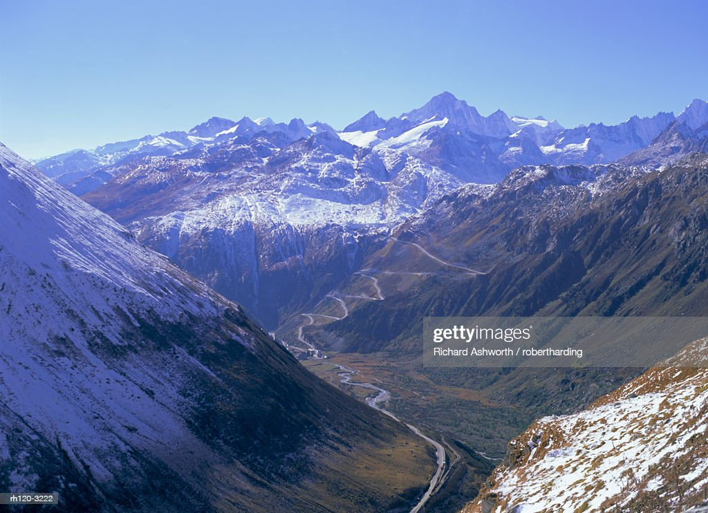 View to the Grimsel Pass from west of the Furka Pass, Valais (Wallis), Swiss Alps, Switzerland, Europe : Foto de stock