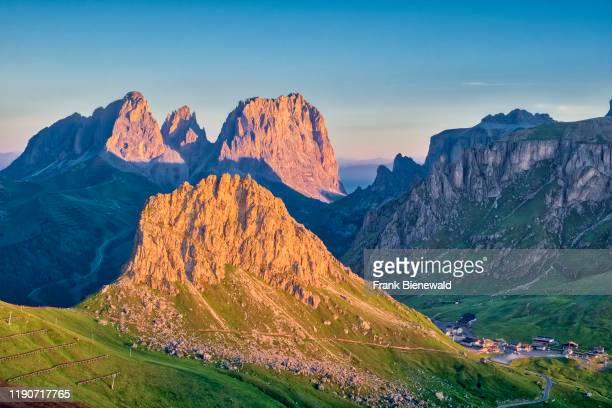 View toward the summits of Langkofel Group, Gruppo del Sassolungo and Sasso Becce at sunrise from a hill above Pordoi pass, Passo Pordoi.