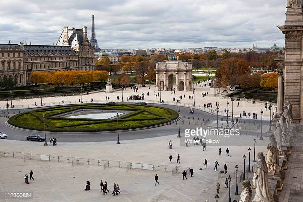 view towards the jardin des tuileries - louvre photos et images de collection