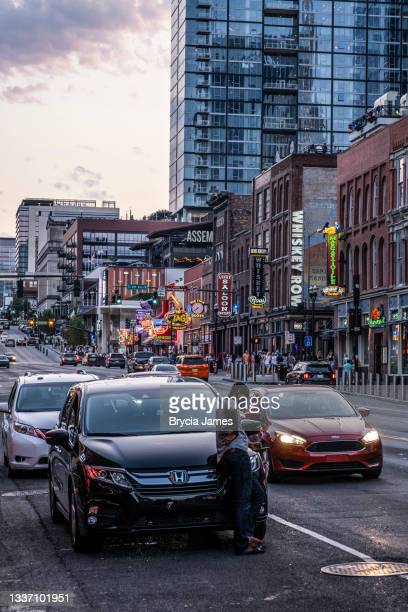 view up broadway in nashville - brycia james stock pictures, royalty-free photos & images