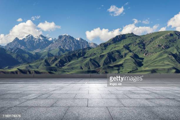 viewing the mountain scenery of qinghai-tibet plateau in china from the viewing platform - scena non urbana foto e immagini stock