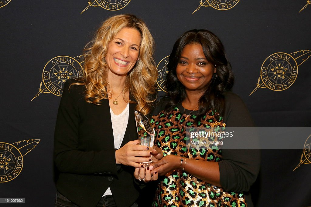 Viewpoint PR Melissa Kates poses with the Les Mason Award (L) and actress Octavia Spencer backstage at the 52nd Annual ICG Publicists Awards at The Beverly Hilton Hotel on February 20, 2015 in Beverly Hills, California.