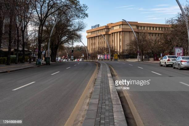 コロナウイルスによる門限中のアンカラの空の通りや建物の景色。 - トルコ アンカラ ストックフォトと画像