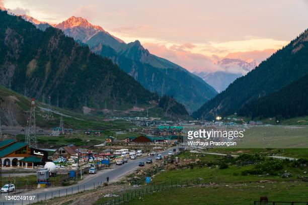 views of sonmarg valley - chandigarh stock pictures, royalty-free photos & images