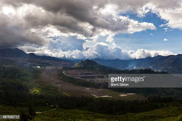 Views of the Porgera Joint Venture Gold Mine Papua New Guinea Porgera Papua New Guinea 23 November 2010 The environmental damage caused by the...