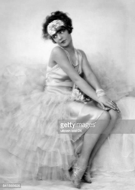 Vigdor Ilse Dancer Actress Germanywearing a tulle dress Photographer KoenigRohde 1927Vintage property of ullstein bild