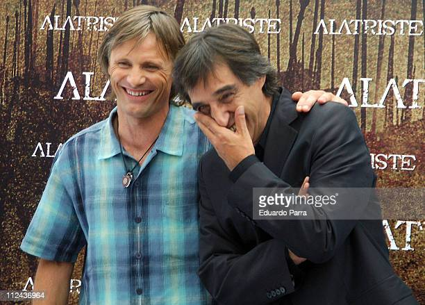Viggo Mortensen and Agustin Diaz Yanes Director during 'Alatriste' Photo Call in Madrid August 29 2006 in Madrid Spain