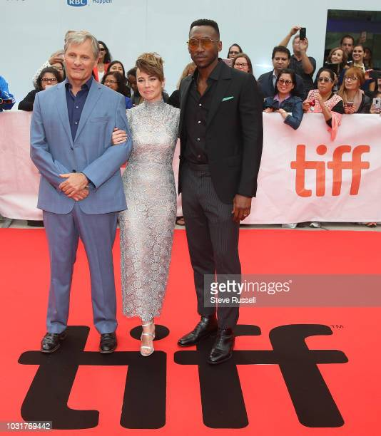 TORONTO ON SEPTEMBER 11 Viggo Mortensen Linda Cardellini and Mahershala Ali on the red carpet of the world premeire of the movie Green Book at the...