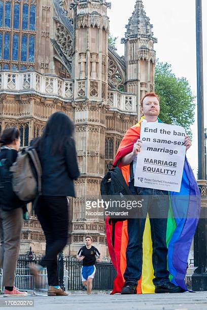 CONTENT] Vigil in support of equal marriage outside Parliament