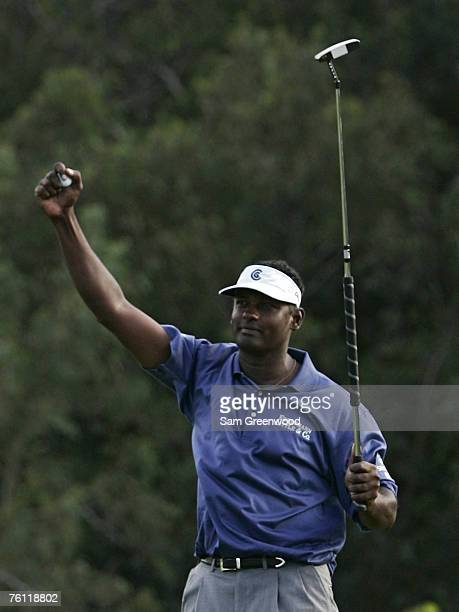 Vijay Singh reacts to winning the Mercedes-Benz Championship held on the Plantation Course at Kapalua in Kapalua, Maui, Hawaii, on January 7, 2007.