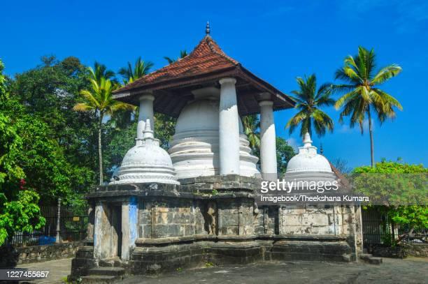 vijayothpaya, gadaladeniya temple, kandy, sri lanka. - imagebook stock pictures, royalty-free photos & images