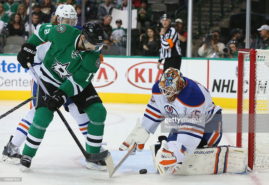 Viktor Fasth #35 of the Edmonton Oilers makes a save in front of Erik Cole #72 of the Dallas Stars in the first period at American Airlines Center on November 25, 2014 in Dallas, Texas.