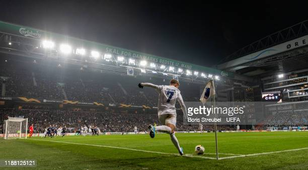 Viktor Fischer of FC Kobenhavn takes a corner during the UEFA Europa League group B match between FC Kobenhavn and Malmo FF at Telia Parken on...
