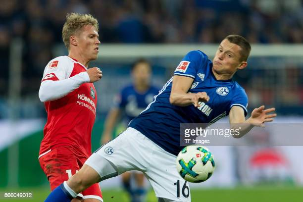 Viktor Fischer of Mainz and Fabian Reese of Schalke battle for the ball during the Bundesliga match between FC Schalke 04 and 1 FSV Mainz 05 at...